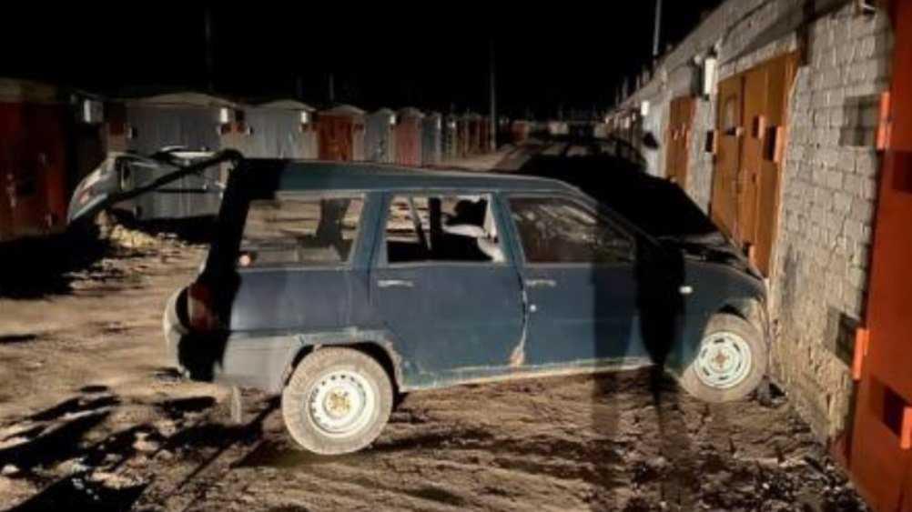 В Брянске легковушка протаранила гараж – пострадали три человека