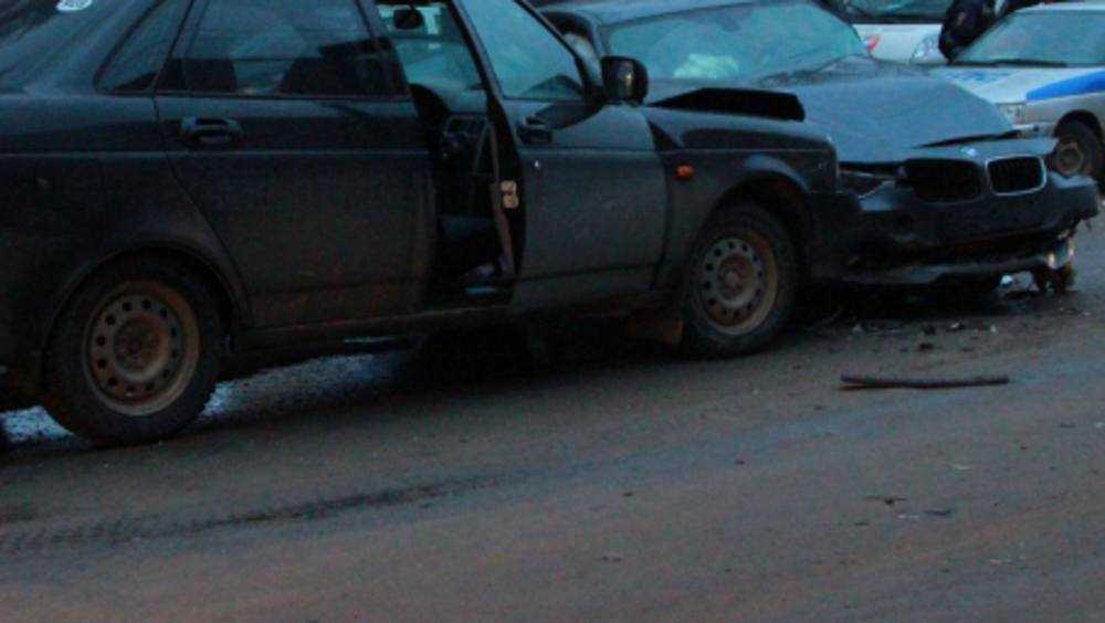 В Комаричском районе выполнявший обгон водитель сломал нос