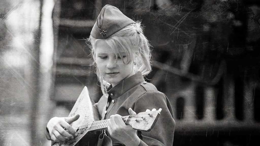 Как на либералов действуют российские дети в стилизованной военной форме