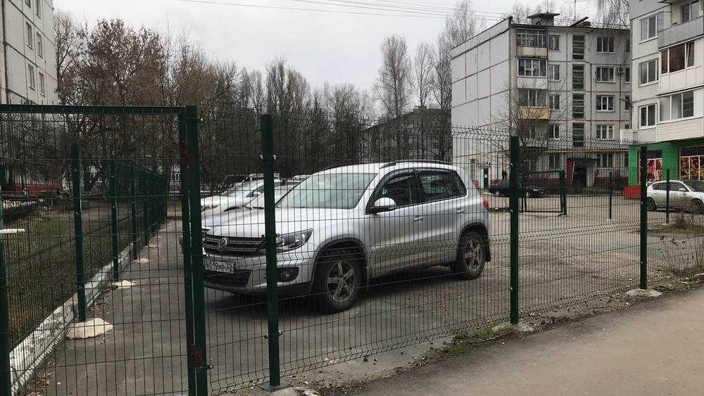 В Брянске стали сооружать «курятники» для автомобилей