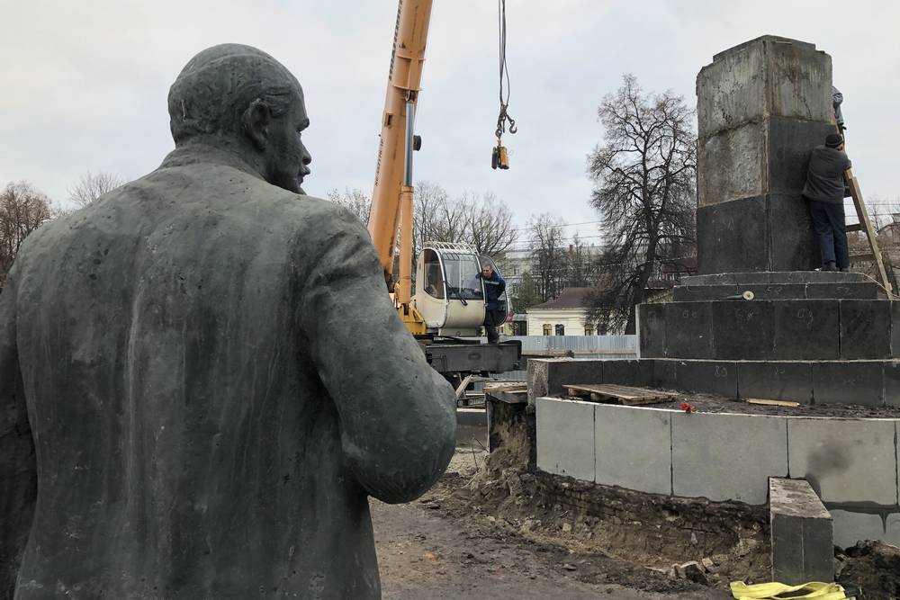 Напротив ДК БМЗ должен стоять памятник основателям завода