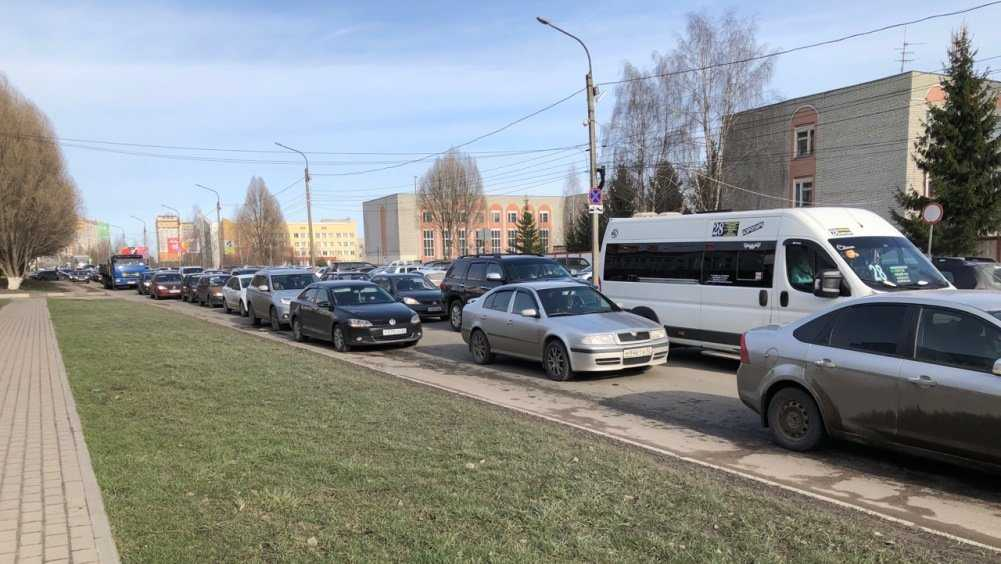 В Брянске образовалась огромная пробка на улице Крахмалёва