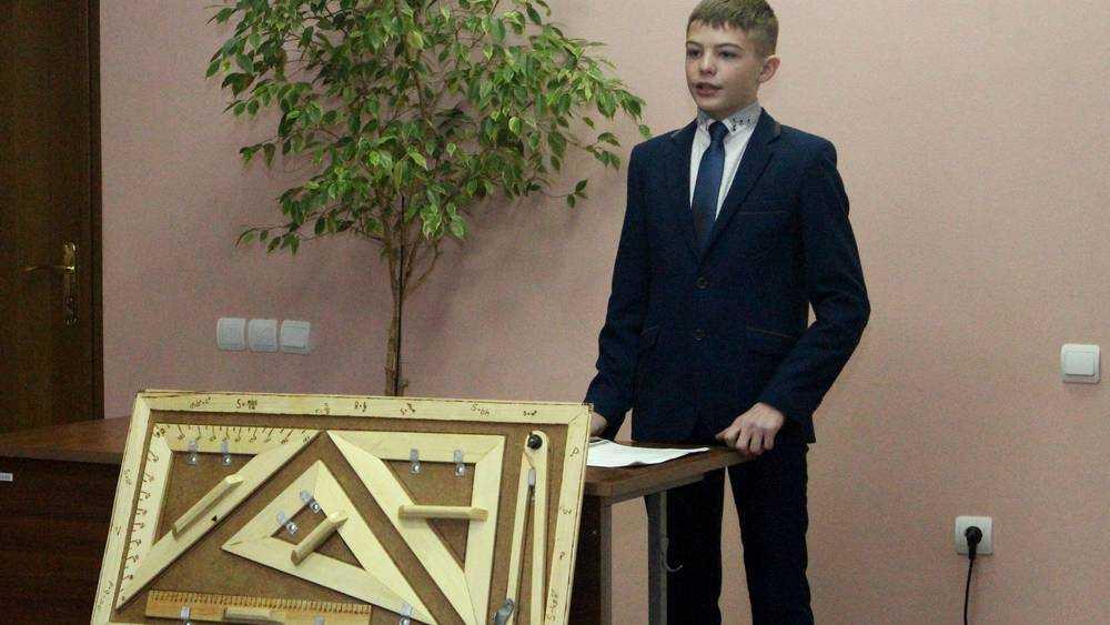 Брянский школьник создал набор чертежных инструментов