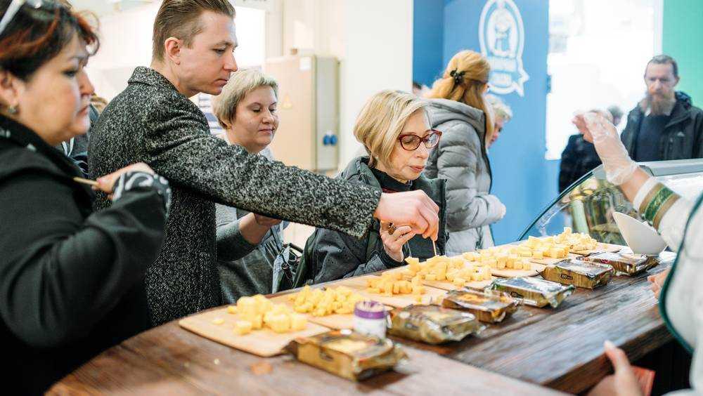 Брасовскими сырами на выставке в Москве заинтересовались иностранцы