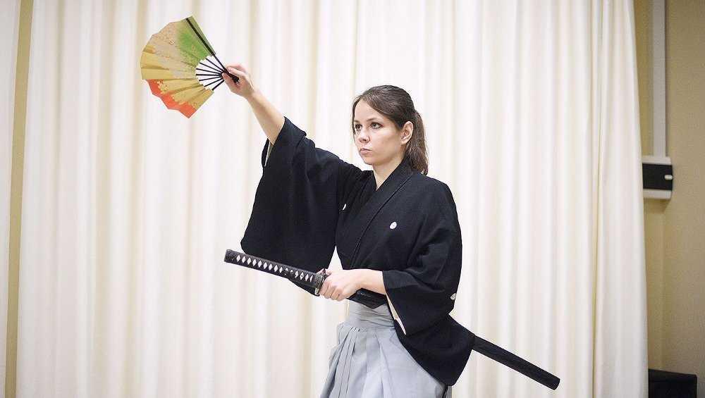 Жительницам Брянска покажут японский боевой танец с веером