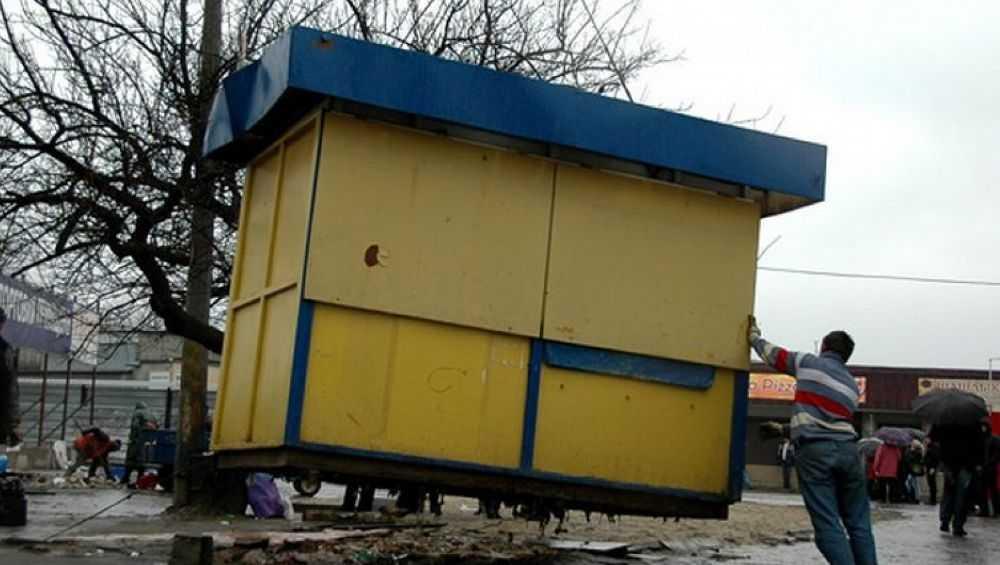 Брянские депутаты закрыли три торговых точки в городе