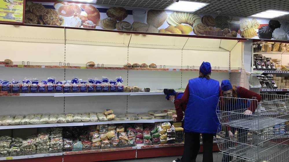 В брянской «Линии» вместо хлеба на полку решили положить продавщицу