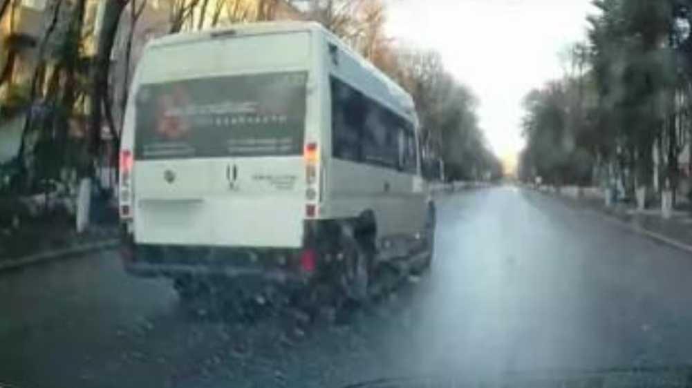 В Брянске водителя маршрутки наказали за опасный обгон