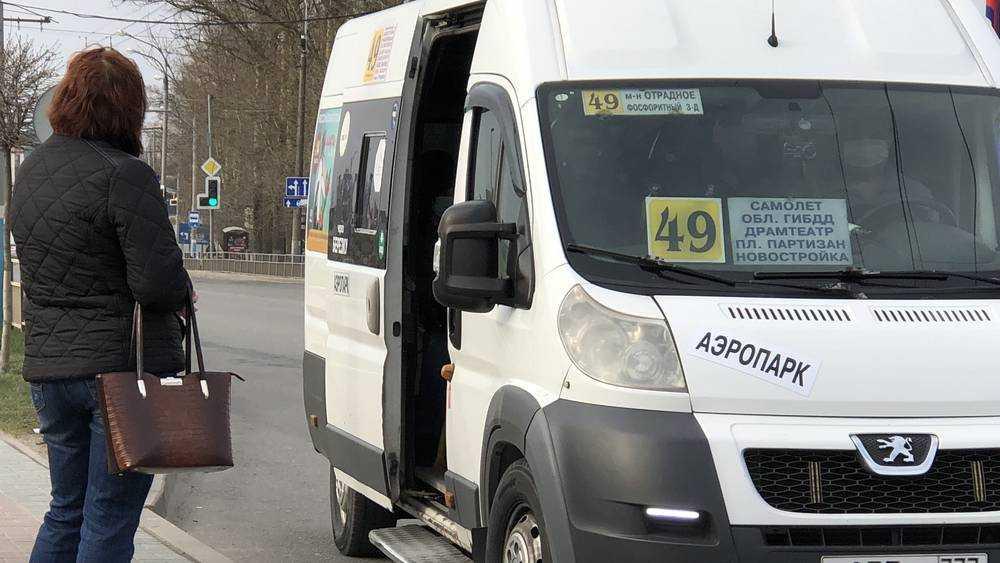 Некоторые брянские маршрутчики надели маски из-за коронавируса