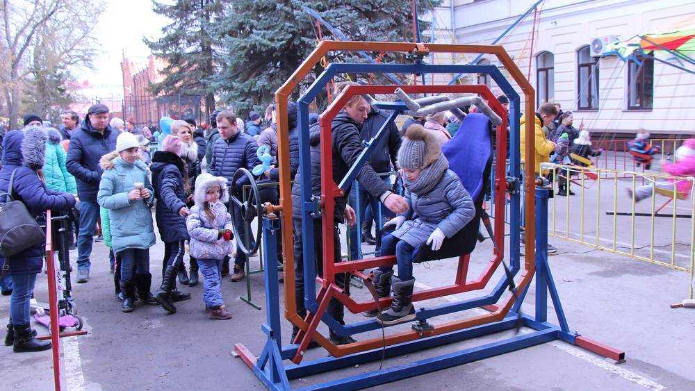 В Брянске на праздновании Масленицы испытали себя будущие космонавты