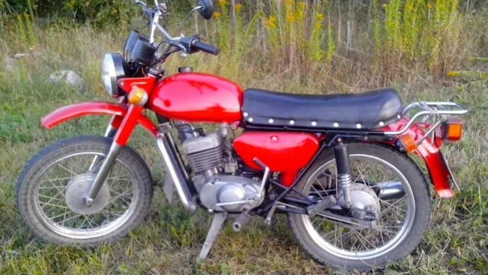 Под Навлей пьяный мотоциклист врезался в ВАЗ и поранил пятку
