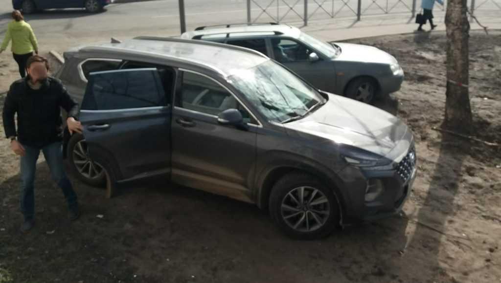 В Брянске автомобилист пригрозил отравить выхлопами жильцов дома