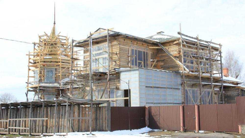 Владельцев старинного особняка в Новозыбкове оштрафовали за реставрацию
