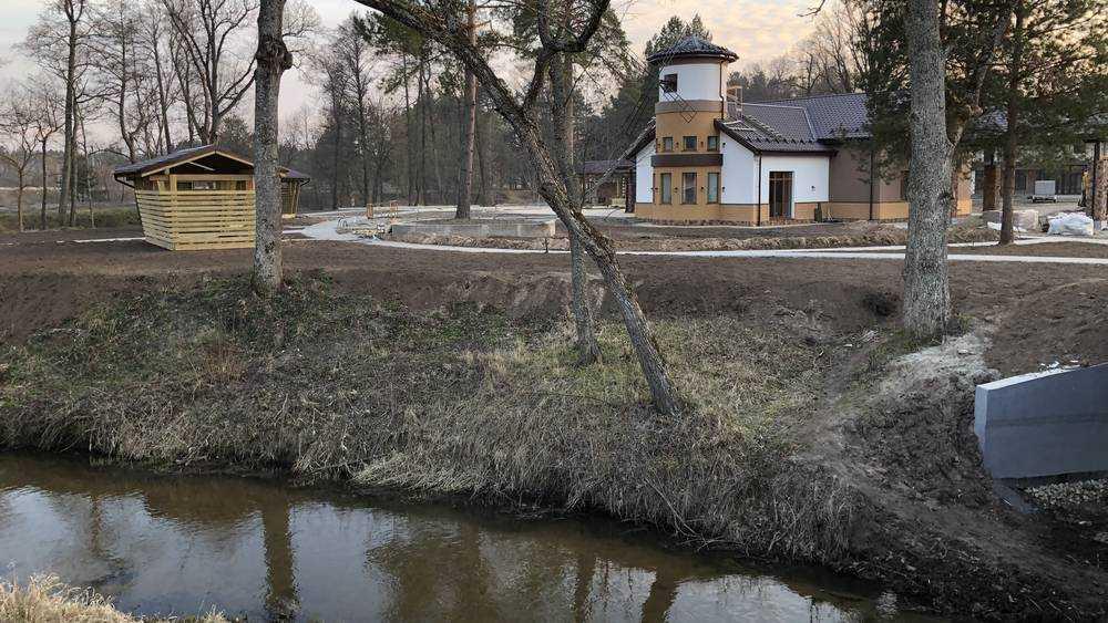 Под Брянском на «частной» реке вырос внушительный парк-отель
