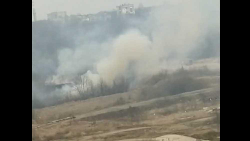 В Брянске из-за горевшей травы улицу Флотскую затянуло дымом