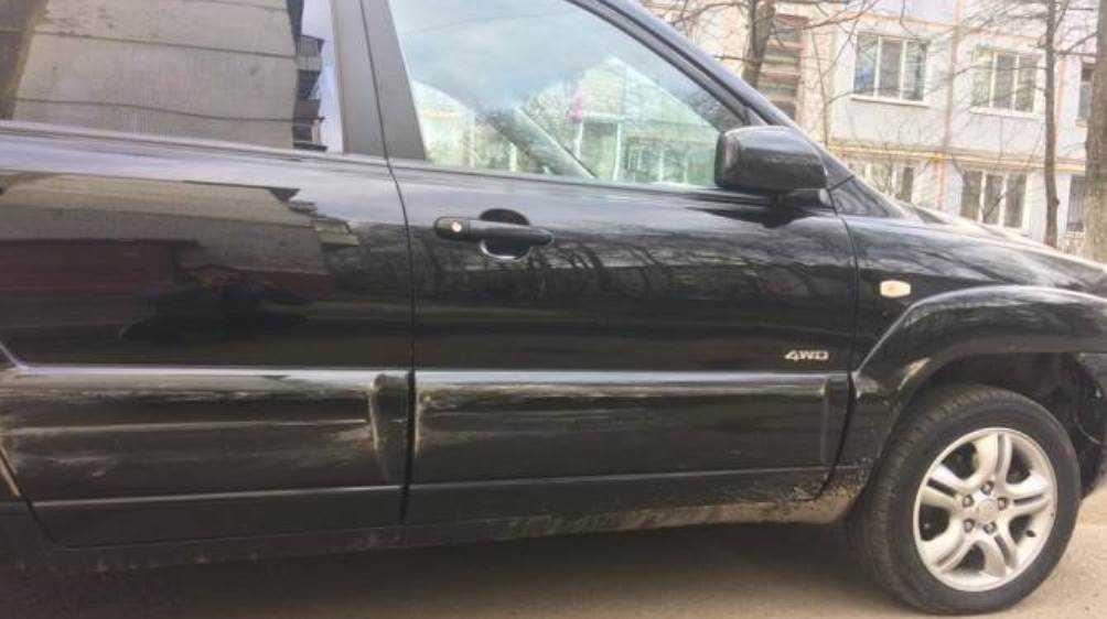 В Брянске владелец повреждённой вандалами машины обратился к очевидцам
