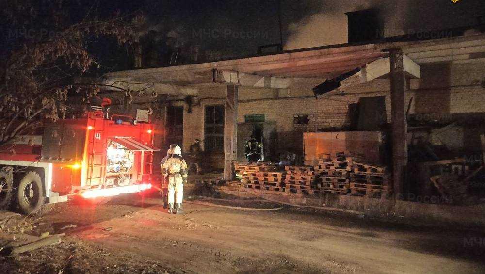 В Бежице ночью на Литейной сгорела пристройка к зданию