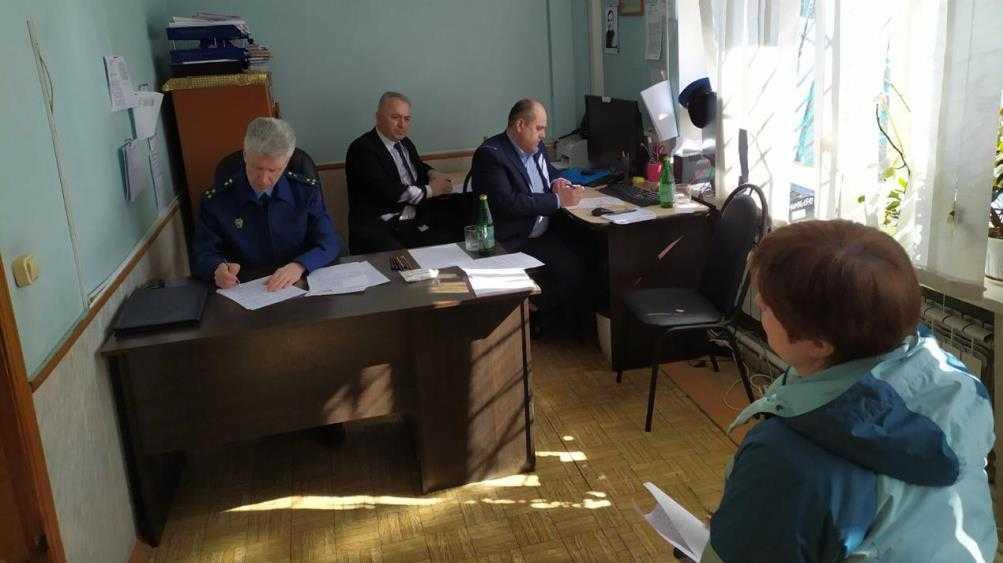 В Комаричах прокурор и омбудсмены выслушали жалобы 8 брянцев