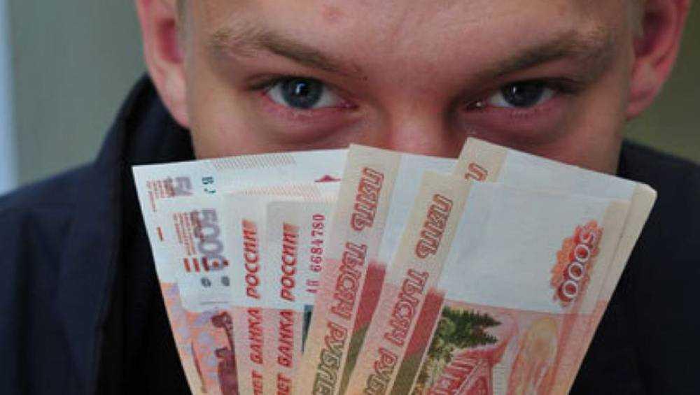 В Брянске парень похитил у посетительницы кафе 70000 рублей