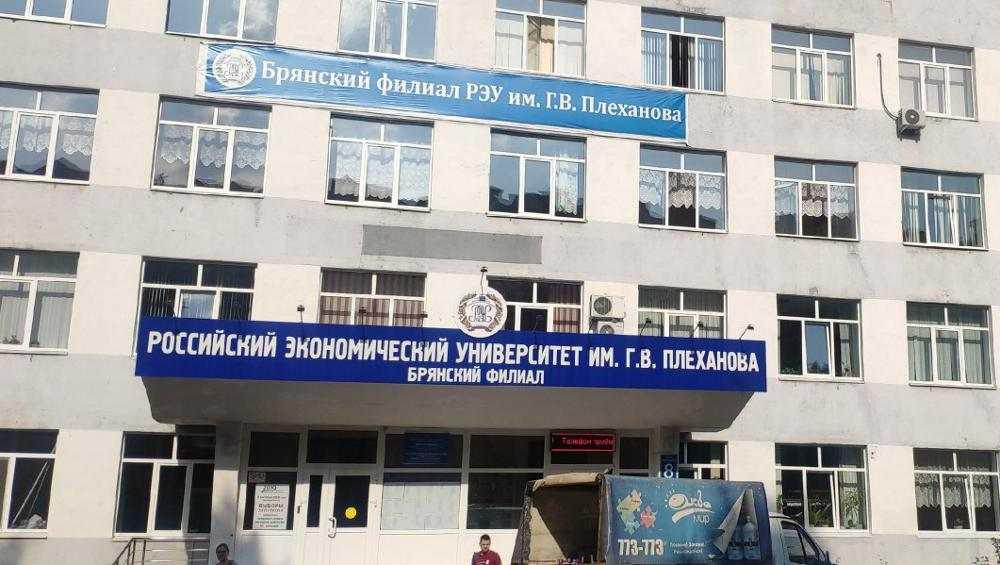 Студенты брянского филиала РЭУ из-за коронавируса будут учиться дома