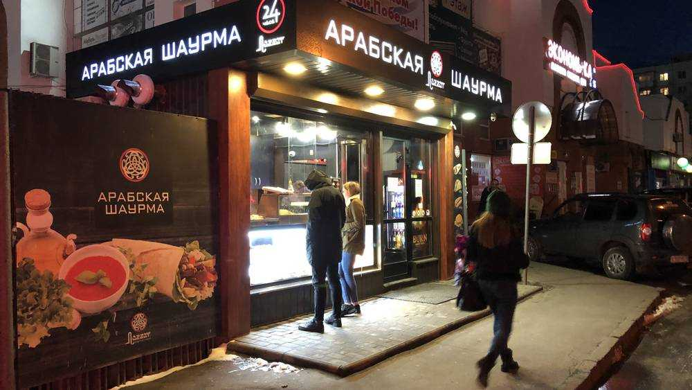 В Брянске под знаком коронавируса продолжили веселую торговлю шаурмой