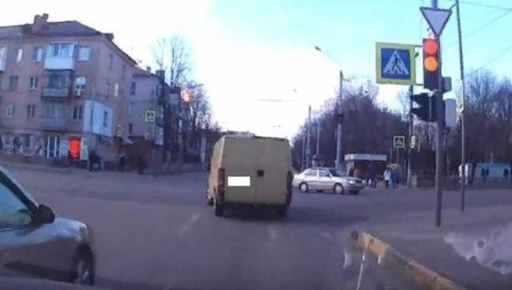 В Брянске водителя-рецидивиста наказали за проезд на «красный»