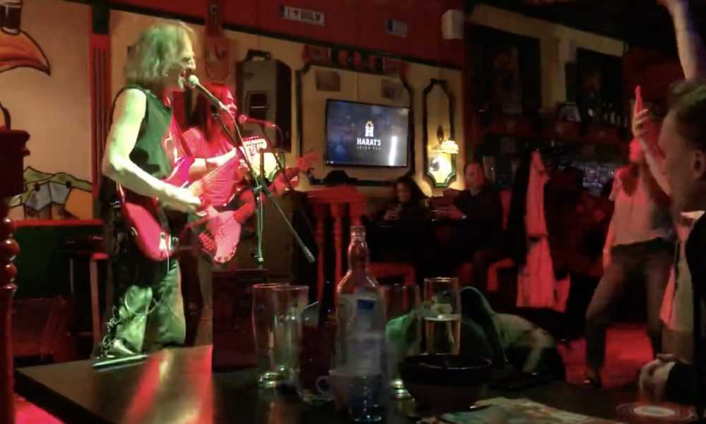 Американец Алекс Карлин взбодрил брянцев рок-хитами