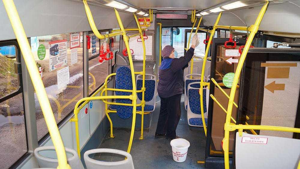 Брянский общественный транспорт подвергли дезинфекции