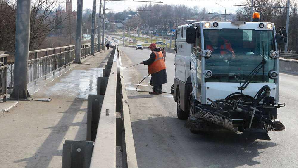 В Брянске начали зачистку улиц от зимних «остатков»