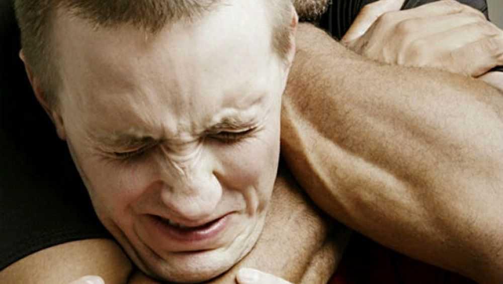 В Севском районе 30-летний мужчина задушил своего приятеля