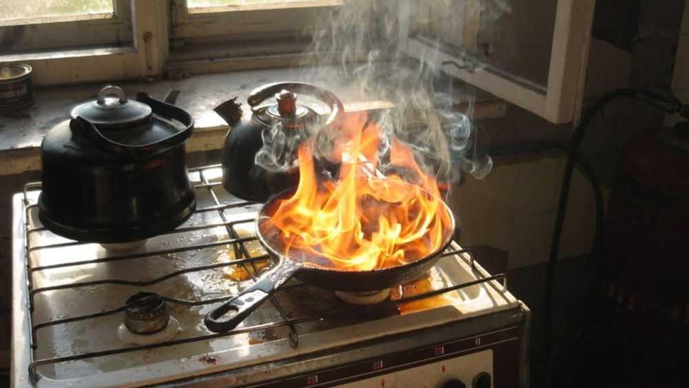 В многоэтажке Брянска переполох вызвал подгоревший ужин
