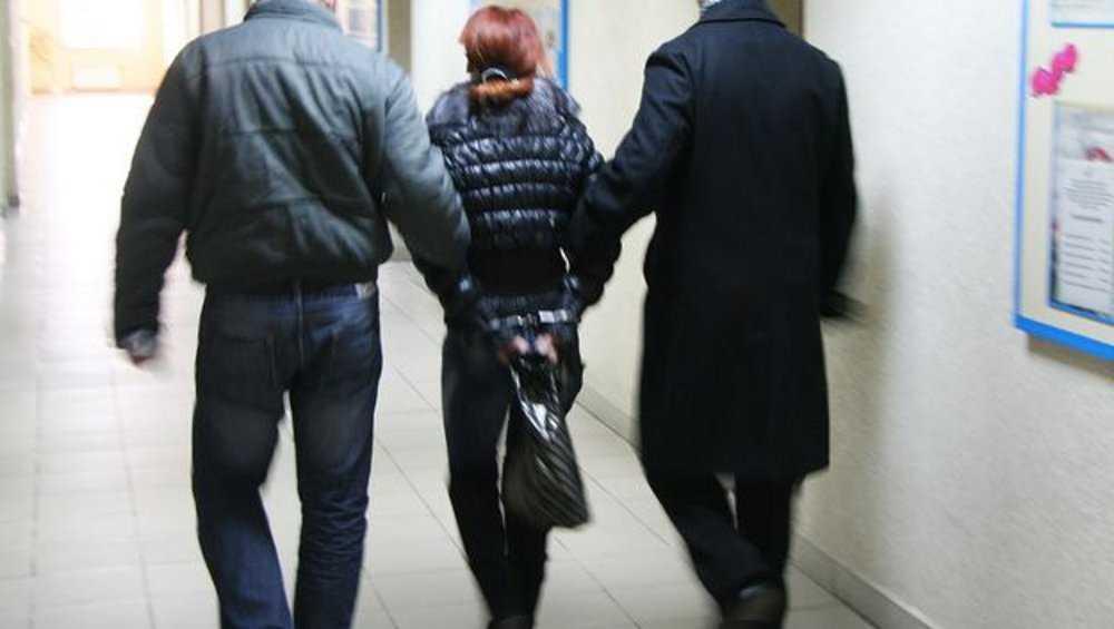 Брянские оперативники задержали разыскиваемую 17 лет даму