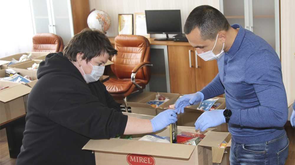 В Брянске депутаты-волонтеры доставили очередную партию наборов продуктов и товаров первой необходимости