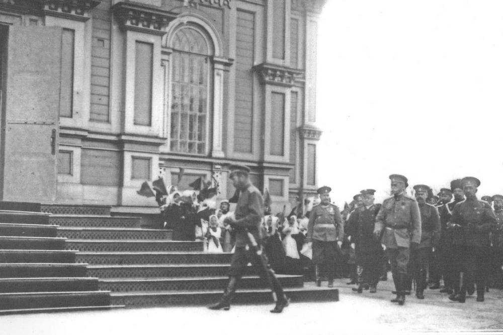 20 апреля 1915 года Николай II прибыл на Брянский рельсопрокатный завод