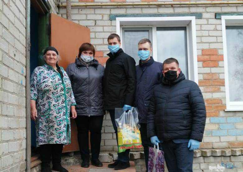 Роман Мимонов оказал адресную помощь жителям Карачевского района