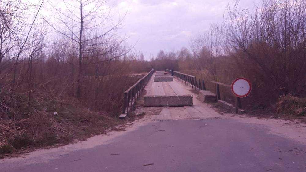 Мост на въезде в Сельцо перекрыли бетонными блоками