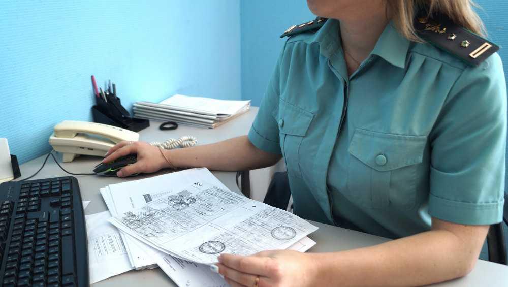 Арест счетов вынудил брянца погасить долги за кредит