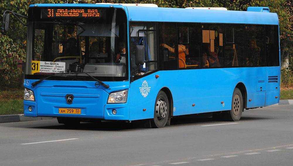 Жители Брянска пожаловались на протекающую крышу автобуса