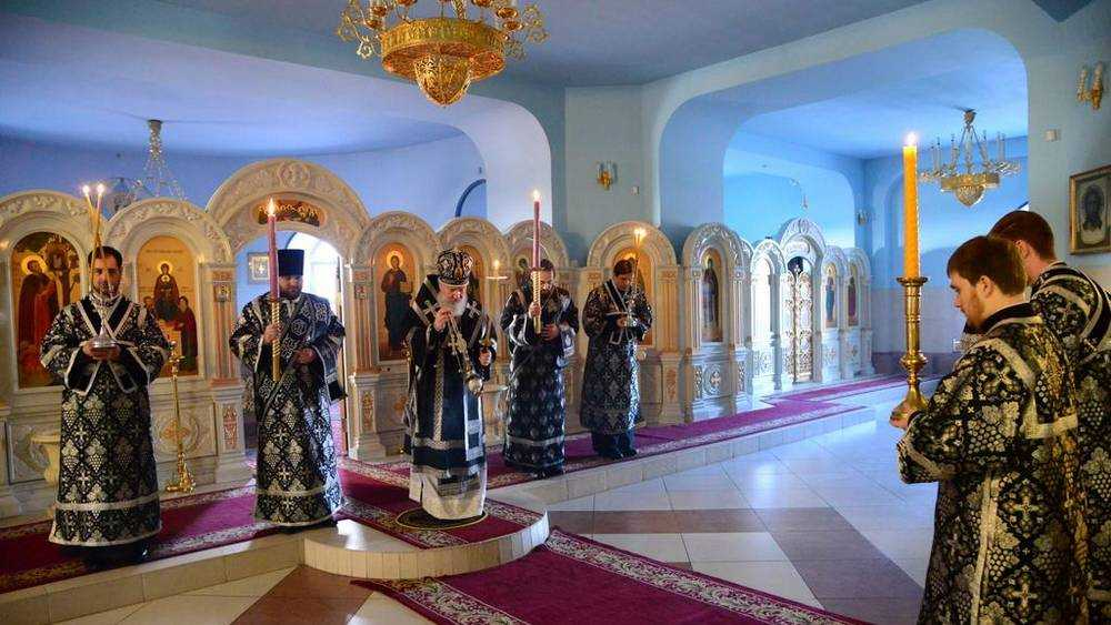 Митрополит Александр совершил последнюю пассию в брянском соборе