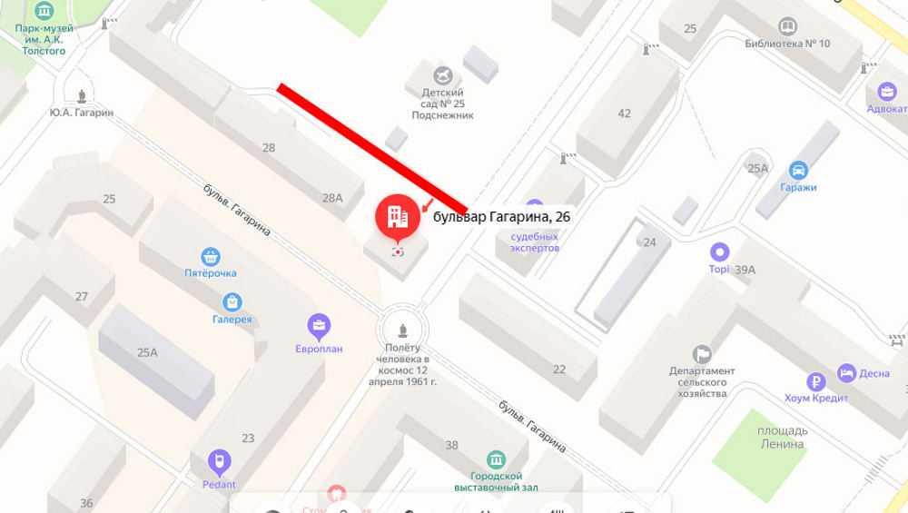 В Брянске возле бульвара Гагарина запретили парковку автомобилей