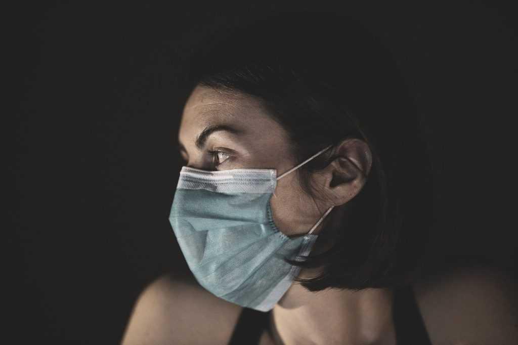 В Брянске заболевшая коронавирусом женщина родила здорового ребёнка