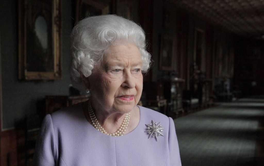Российские либералы поспешили вычистили сапоги Елизавете II