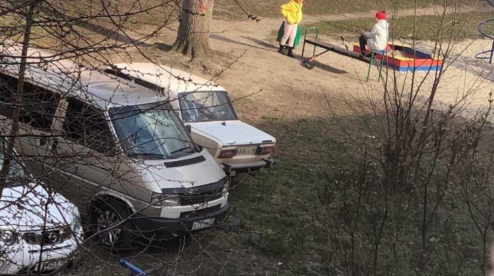 В Брянске заметили нарушивших режим самоизоляции детей