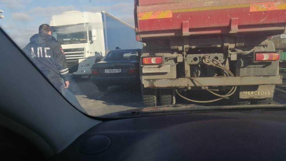 Под Брянском автомобиль с чеченскими номерами угодил под грузовик