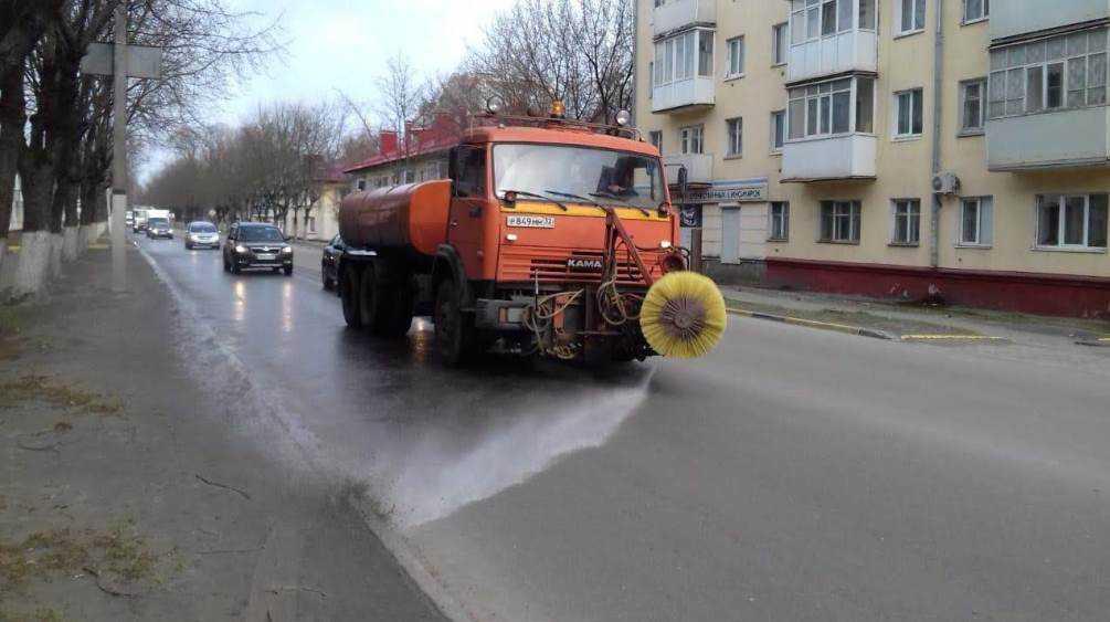 В Брянске из-за коронавируса сегодня начали мыть дороги и остановки