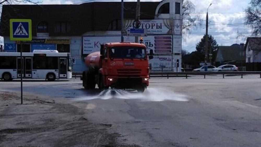 В Брянске продезинфицировали почти 900 километров дорог