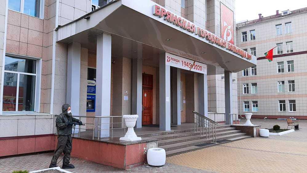 В Брянске спасатели провели дезинфекцию городской больницы № 1