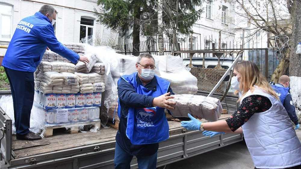 Депутат Облдумы Александр Жутенков передал в помощь брянцам продукты первой необходимости