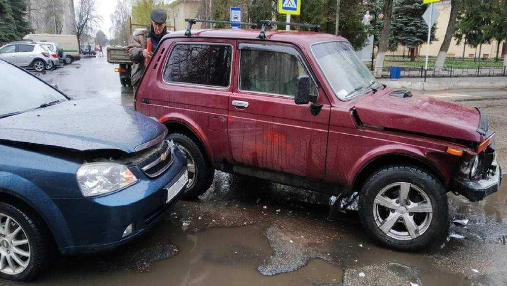 В Трубчевске не поделили дорогу «Нива» и «Шевроле»