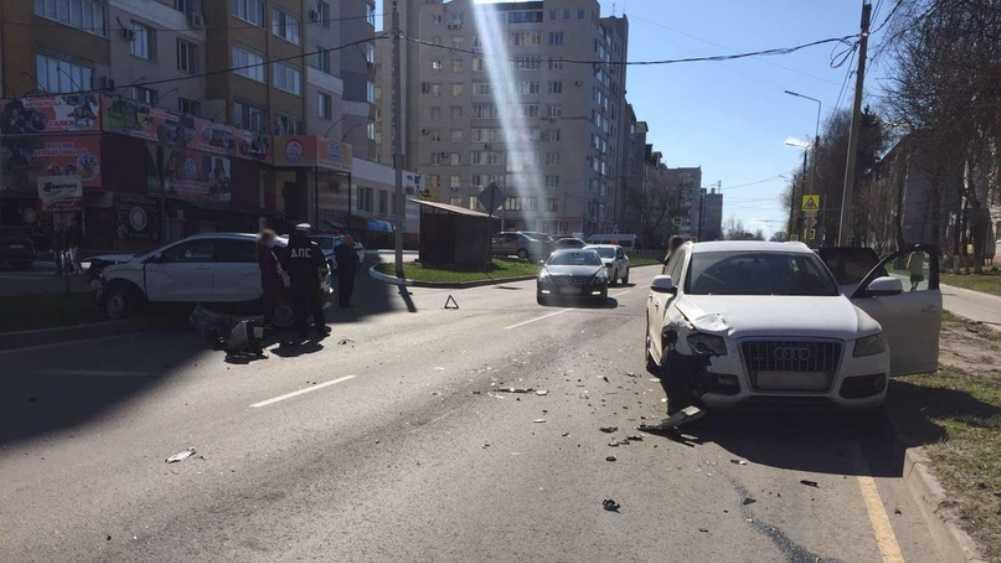 В Брянске столкнулись две иномарки – ранена 24-летняя автомобилистка